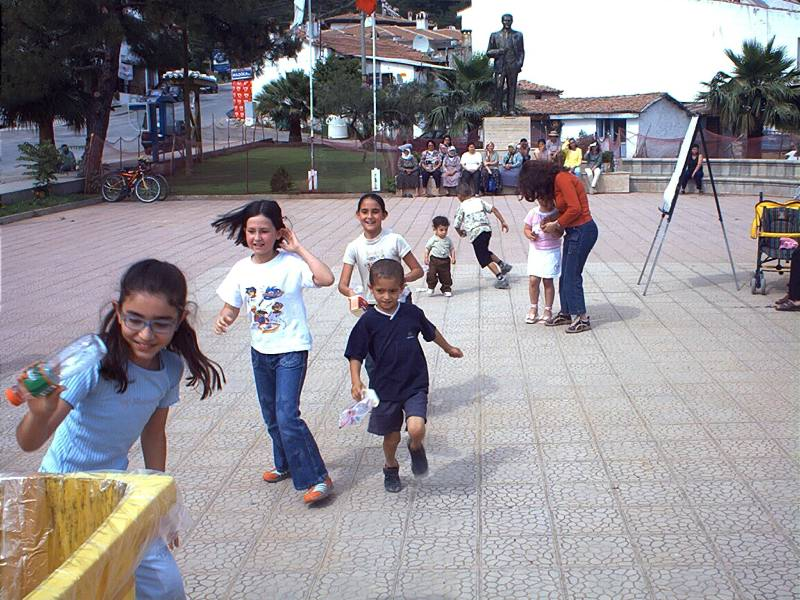 http://www.akyaka.org/pictures/faaliyet/cevre_gunu_2004/2004-cevre-gunu(9).jpg
